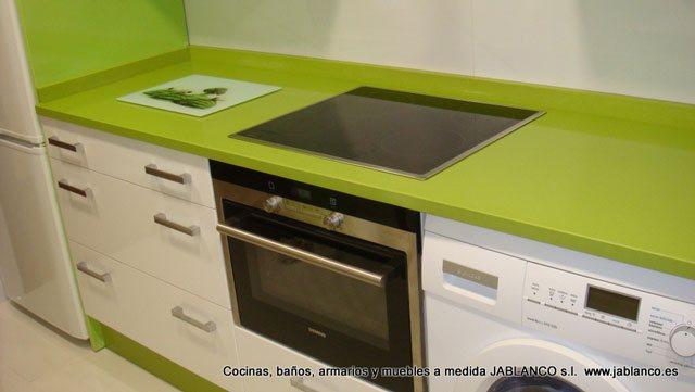 Cocinas GLASS verde pistacho